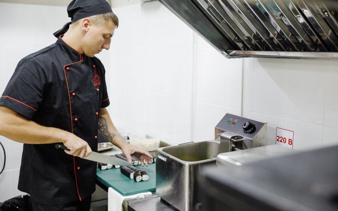 Les outils indispensables dans une cuisine professionnelle